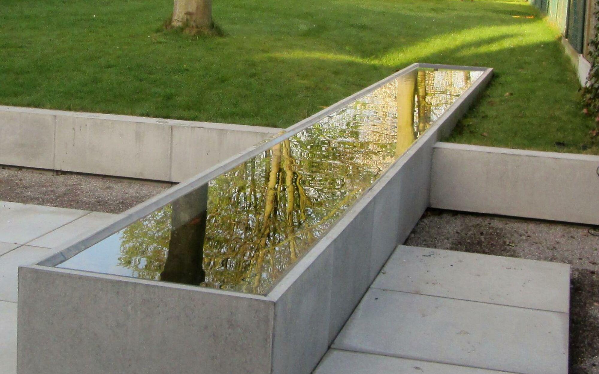 Waterpartijen tuinen oost for Waterpartij in de tuin